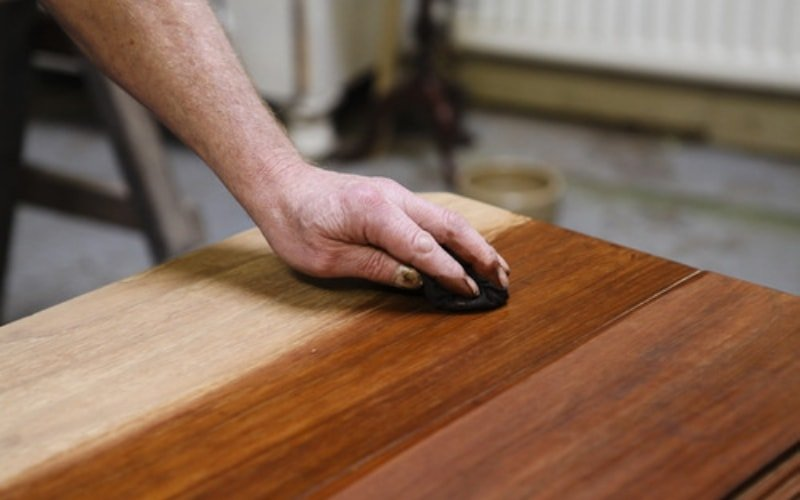 How to clean wooden furniture and types of wood polish
